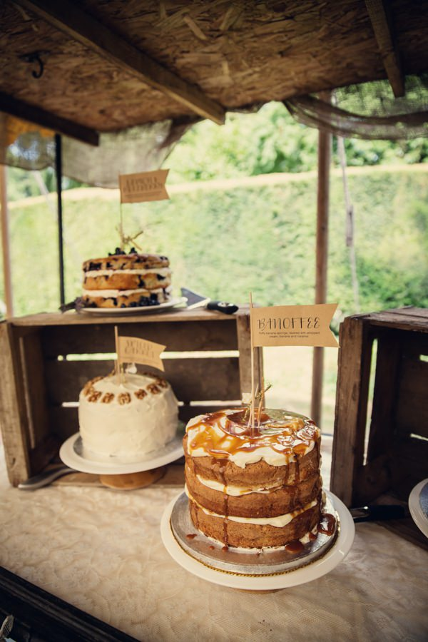 rustic wedding cake http://www.assassynation.co.uk/