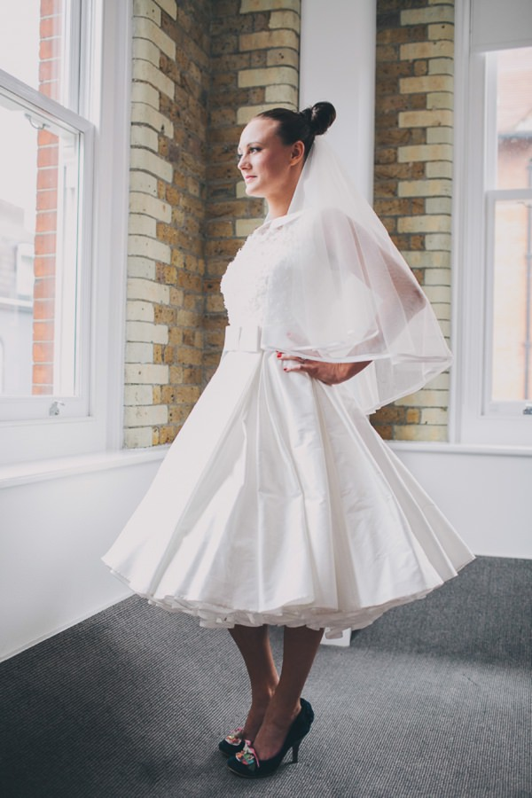 beautiful vintage inspired bride http://www.weheartpictures.com/