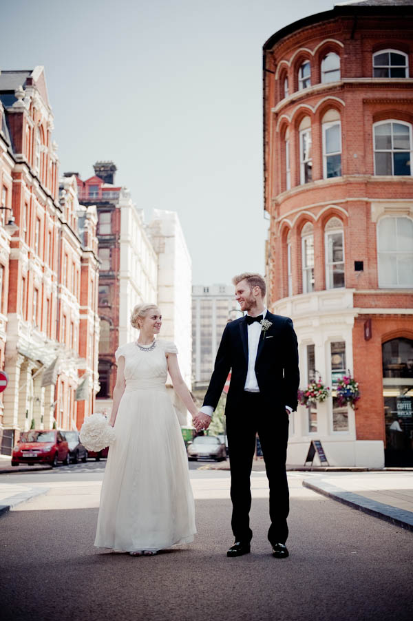 chic monochrome Birmingham wedding http://jennifertakesphotos.co.uk/