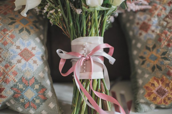 ribbon tied wedding bouquet http://www.oacphotography.com/