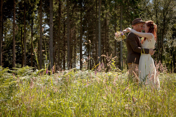 Country Fair Woodland Wedding http://www.frecklephotography.co.uk/