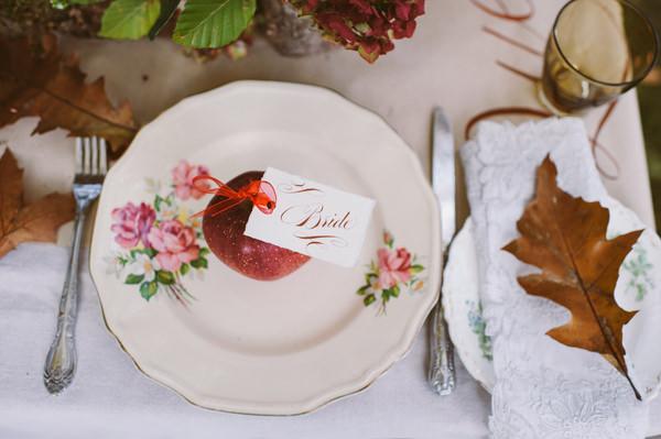Apple Leaves Place Setting Woodland Boho Wedding Ideas http://www.karenflowerphotography.com/