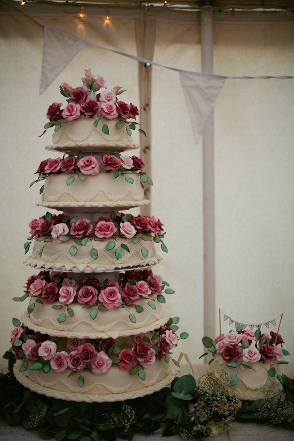 Stylish Country Fair Wedding Rose Cake http://www.lucyturnbull.co.uk/