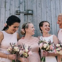 Charming Outdoors Barn Wedding http://www.brighton-photo.com/