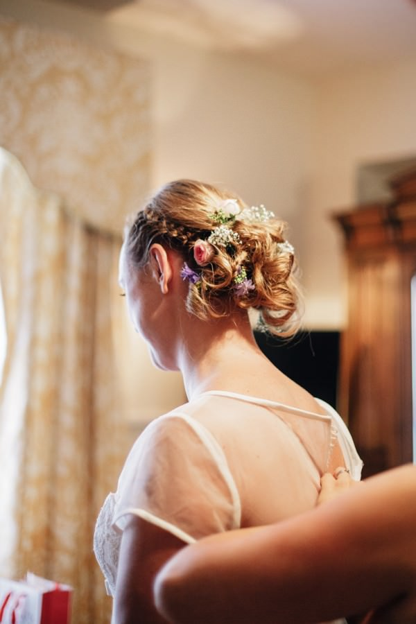 Relaxed Colourful Pretty Wedding Flowers Hair Bride http://www.daffodilwaves.co.uk/