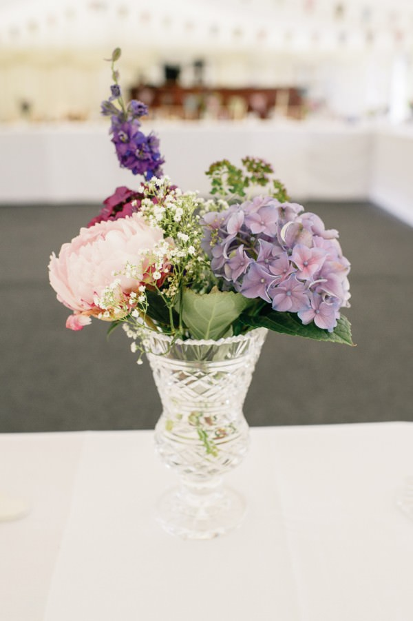Relaxed Colourful Pretty Wedding Hygrangea Peony Flowers Vase http://www.daffodilwaves.co.uk/