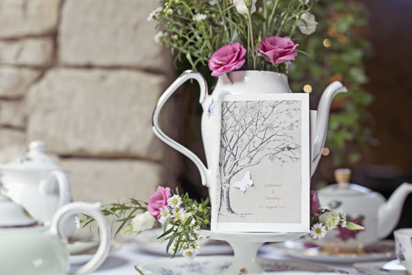 Cottage Garden Feel Cotswolds Wedding http://www.suekwiatkowska.com/