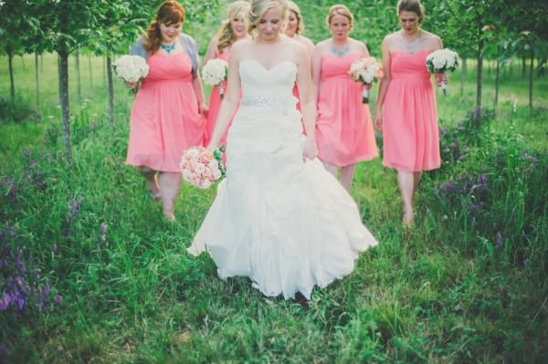 Pretty Peach Fresh North Carolina Wedding http://www.connectionphotoblog.com/