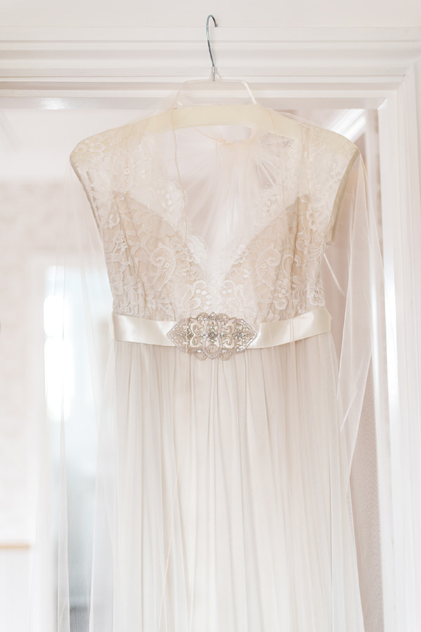 Country Folksy Pre-Raphaelite Wedding Claire Pettibone Queens Anne Lace http://www.georgimabee.com/