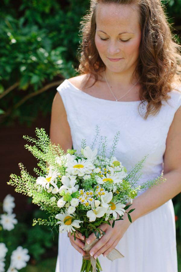 Natural Rustic Daisy Wedding Natural Boho Bride http://www.camillaarnholdphotography.com/