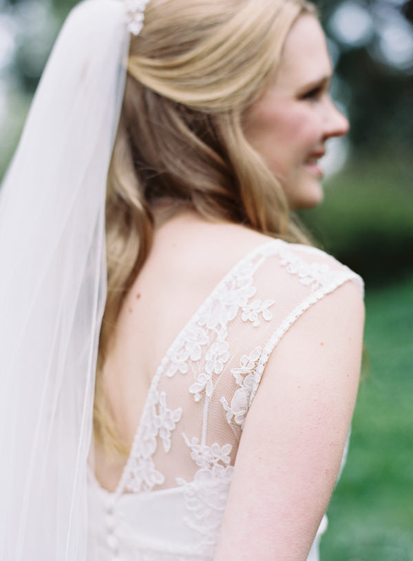 Pretty Relaxed Beautiful Traditional Wedding Veil Bride http://www.victoriaphippsphotography.co.uk/