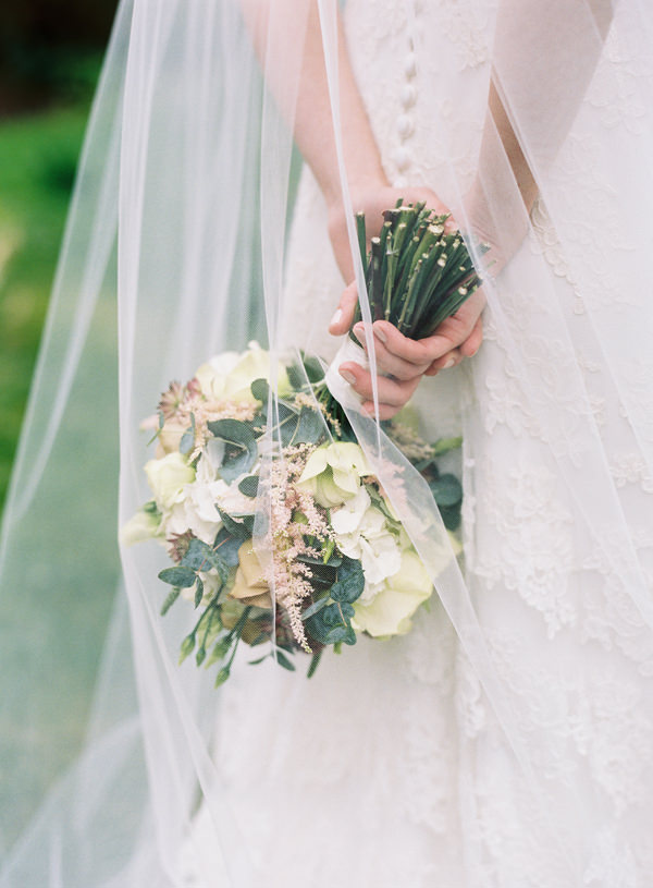 White Ivory Pink Bridal Bouquet Veil Pretty Relaxed Beautiful Traditional Wedding http://www.victoriaphippsphotography.co.uk/
