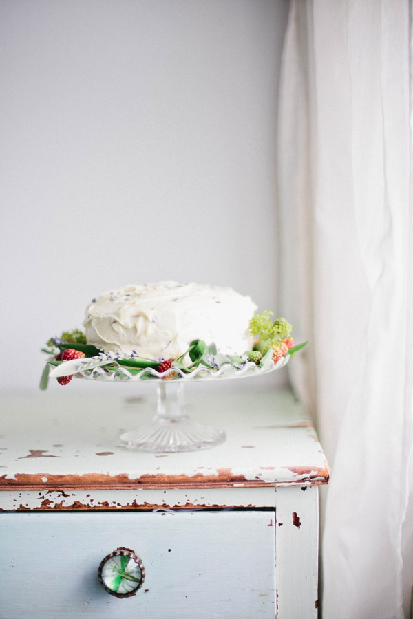 Beautiful Summer Provence Flower Wedding Ideas Rustic Cake Glass Stand  http://www.brittspring.com/