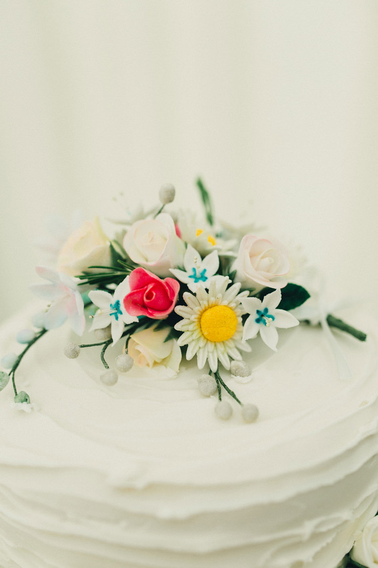 Flower Iciing Cake Topper Stylish Rural Relaxed Bohemian Wedding http://peppermintlovephotography.com/