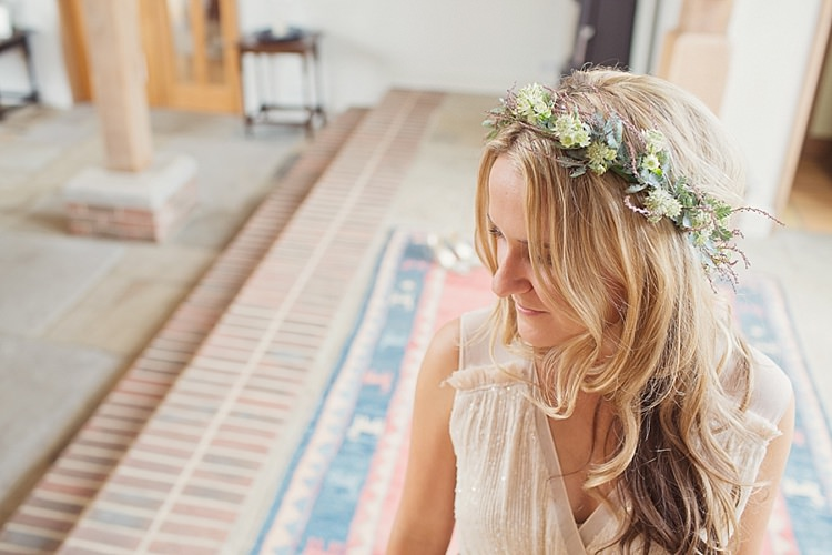 Flower Crown Bridesmaid Stylish Creative Wild Flower Crowns Tipi Wedding http://www.cottoncandyweddings.co.uk/