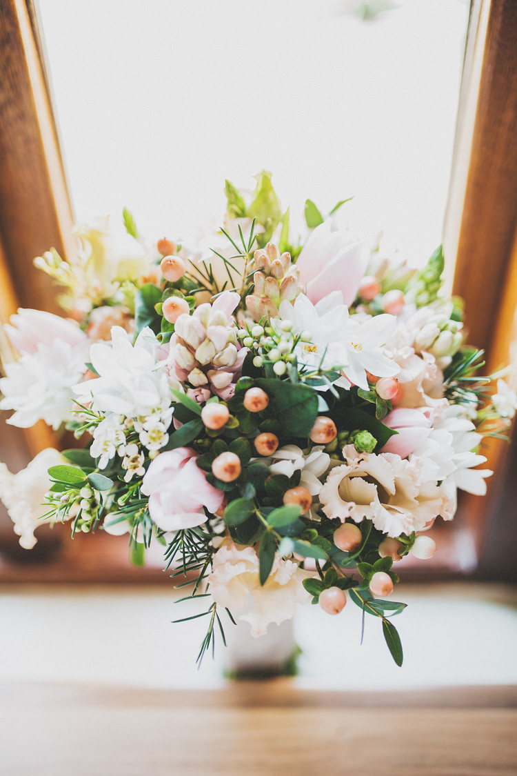 Bouquet Flowers Bride Bridal White Peach Pretty Spring Country Rustic Wedding Northamptonshire Racecourse http://www.frankee-victoria.co.uk/