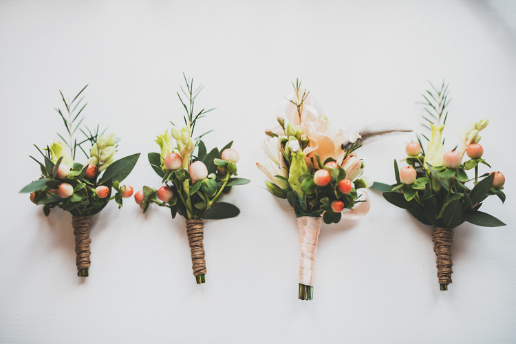 Buttonholes Pretty Spring Country Rustic Wedding Northamptonshire Racecourse http://www.frankee-victoria.co.uk/