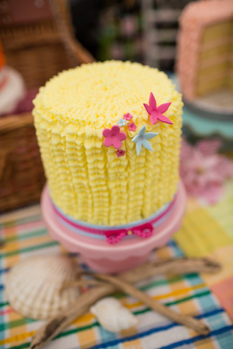 Yellow Buttercream Cake MinkieMoo Bakery Tie The Knot Wedding Carnival Hertfordshire Fair Event http://www.binkynixon.com/