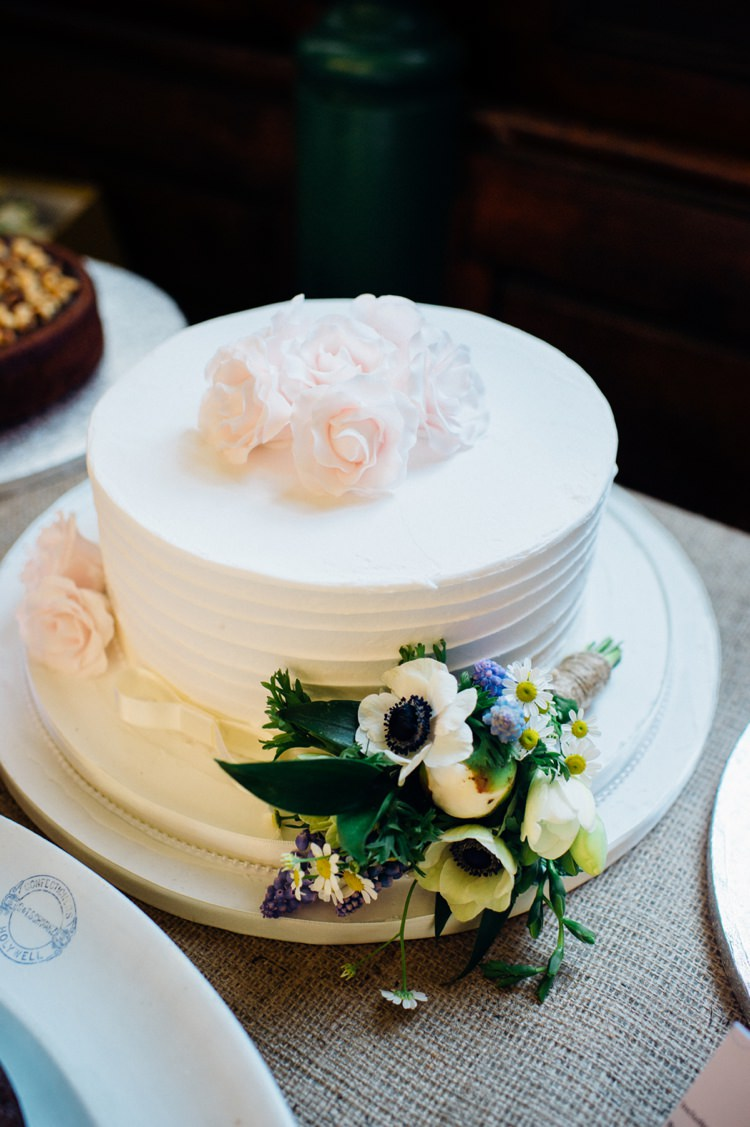 Whimsical Iced Cake Flowers White Relaxed London Vintage Spring Wedding http://www.mariannechua.com/