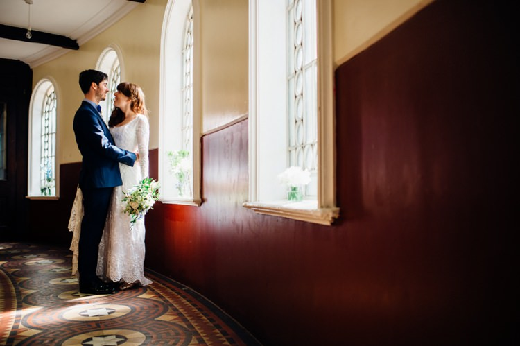 Relaxed London Vintage Spring Wedding http://www.mariannechua.com/