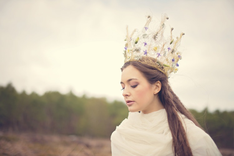 Crown Bride Bridal Beautiful British Flower Peak District Moors Wedding Ideas http://www.sarahbrabbin.co.uk/