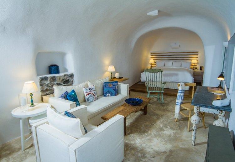 Honeymoon Guide 2015 Ideas Advice Iconic Santorini_ Greece_Mr & Mrs Smith (1)