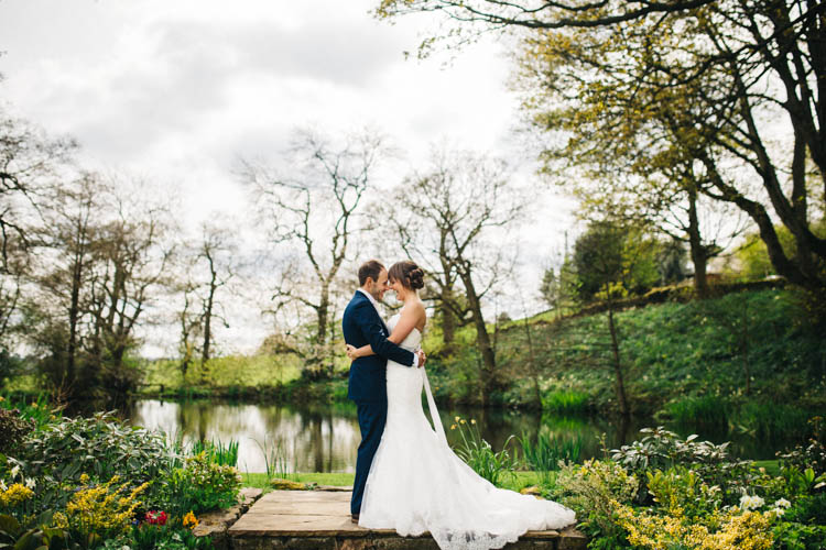 Happy Relaxed Modern Meets Traditional Countryside Wedding http://rachelryanphotography.co.uk/