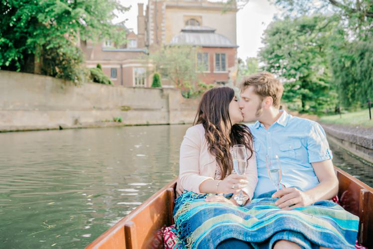 Punting and Picnicking in Cambridge Engagement http://www.andiefreemanphotography.com/weddings/