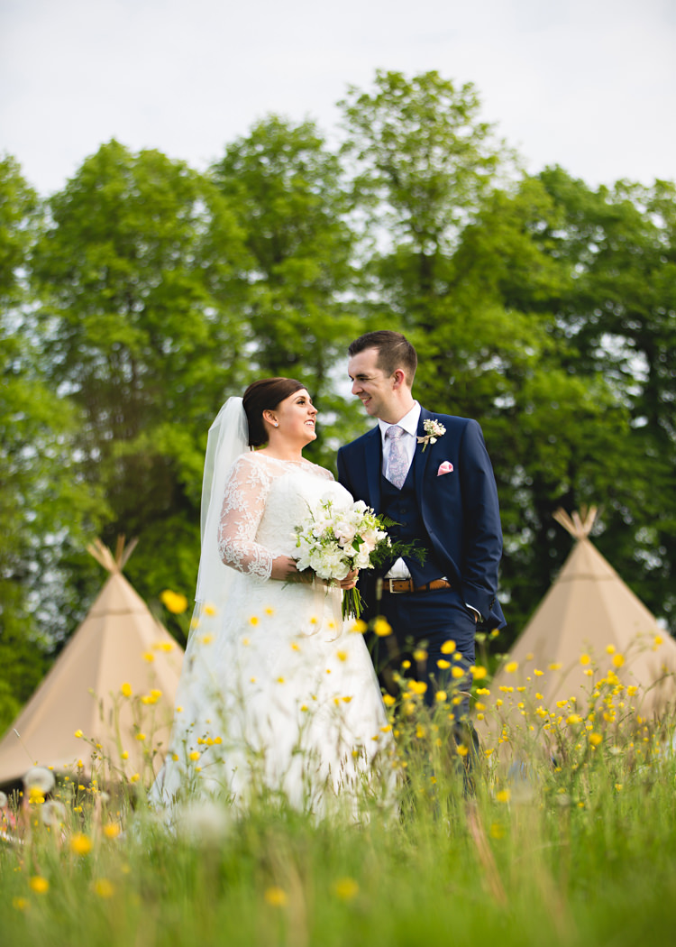 Creative DIY Outdoor Tipi Field Wedding http://hbaphotography.com/