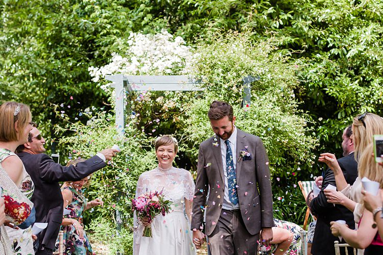 Graceful Relaxed Summer Garden Wedding http://www.nataliemartinphoto.com/