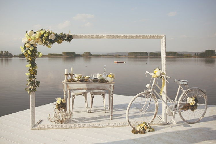 Frame Flowers Decor Table Natural Yellow Green Lake Wedding Ideas Italy Http Www