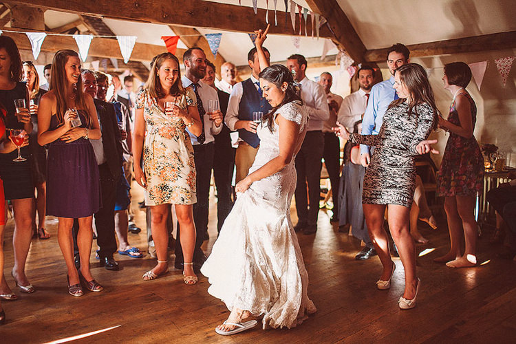 Pretty Relaxed Country Hand Made Wedding http://lemonadepictures.co.uk/