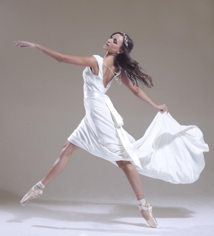 Sabina Motasem 2016 ' En Pointe' Collection Lilian