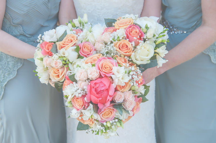 Coral Rose Bouquets Flowers Bridesmaids Fresh Relaxed Peach Barn Wedding http://lisahowardphotography.co.uk/