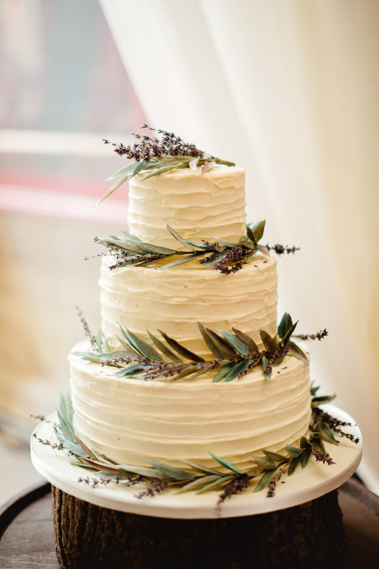 rustic whimsical wedding cakes relaxed amp rustic lilac diy barn wedding whimsical 19592