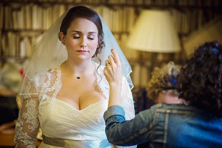 Shoulder Mid Length Veils Blushe Wedding Bride Bridal Ideas Inspiration http://www.photographybyvicki.co.uk/