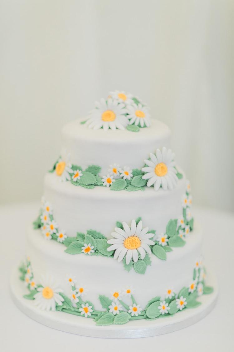 Daisy Cake Bohemian DIY Pub Garden Wedding http://www.bethanystanley.com/