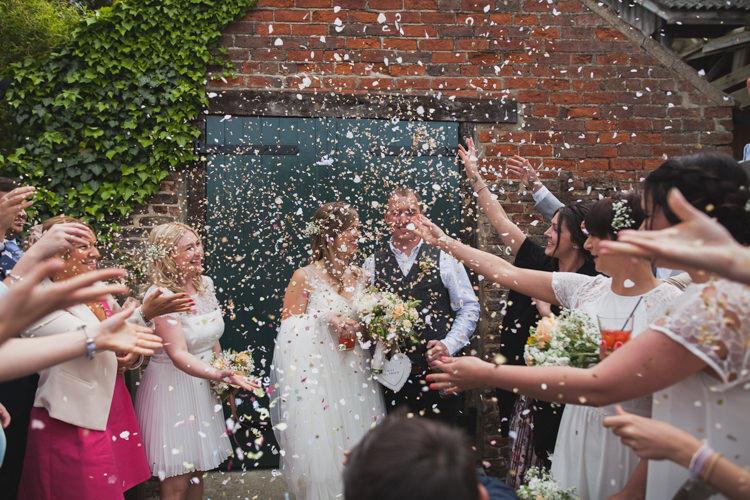 Confetti Throw Bride Groom Indie Rustic DIY Fun Wedding Party http://www.sallytphotography.com/