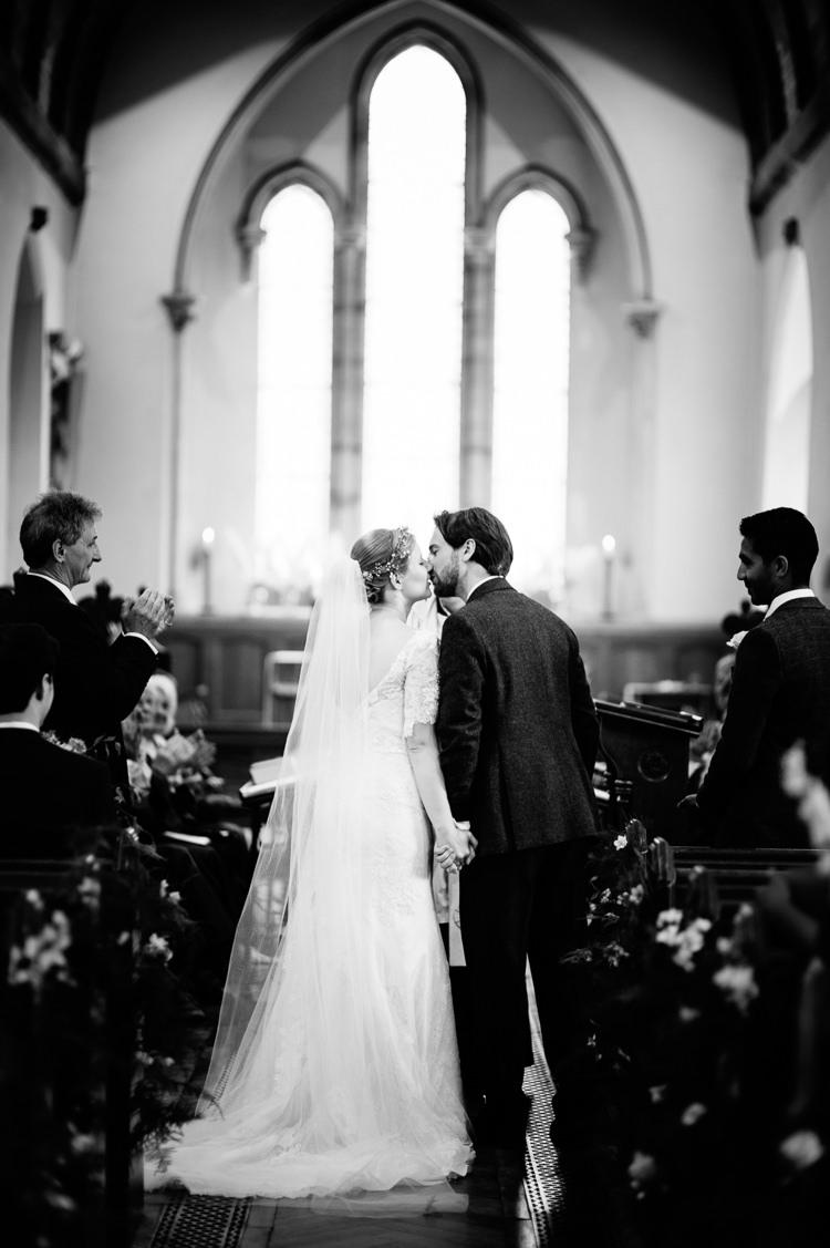 Flower Crown Veil Bride Bridal Wedding Ideas Inspiration http://karibellamy.com/