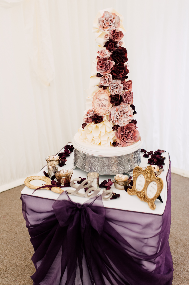 burgundy gold wedding cake fairytale whimsical burgundy amp gold wedding whimsical 12238