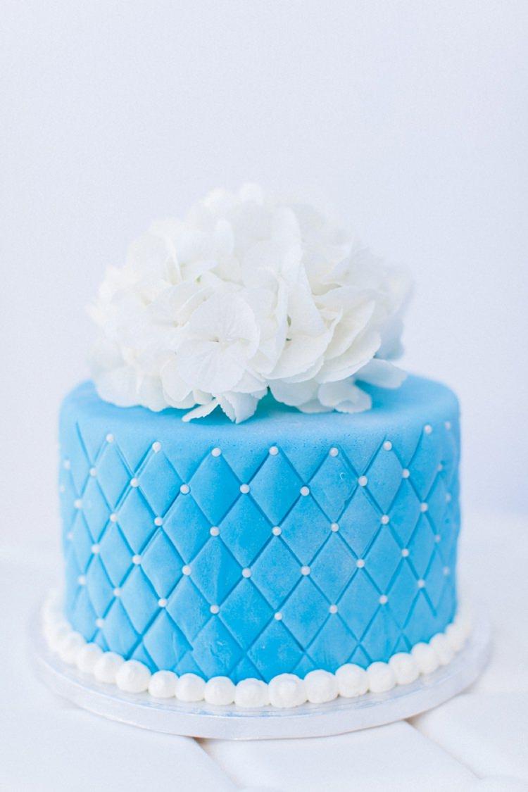 Cake Hydrangea Bohemian Blue White Santorini Engagement http://www.robertafacchini.com/