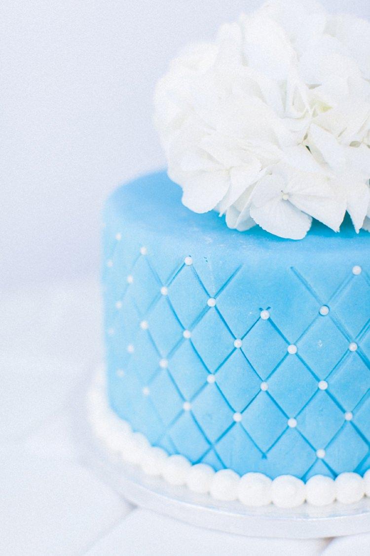 Cake Hydrangea Topper Bohemian Blue White Santorini Engagement http://www.robertafacchini.com/