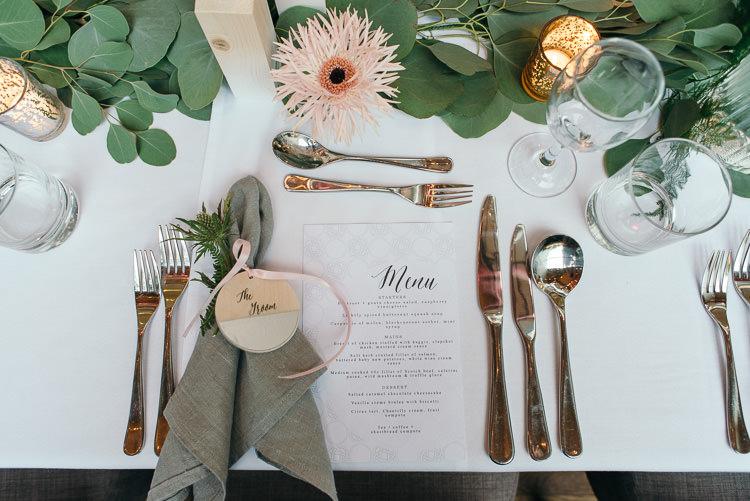 Napkin Place Setting Menu Modern Natural Pink Metallic Wedding http://photosbyzoe.co.uk/