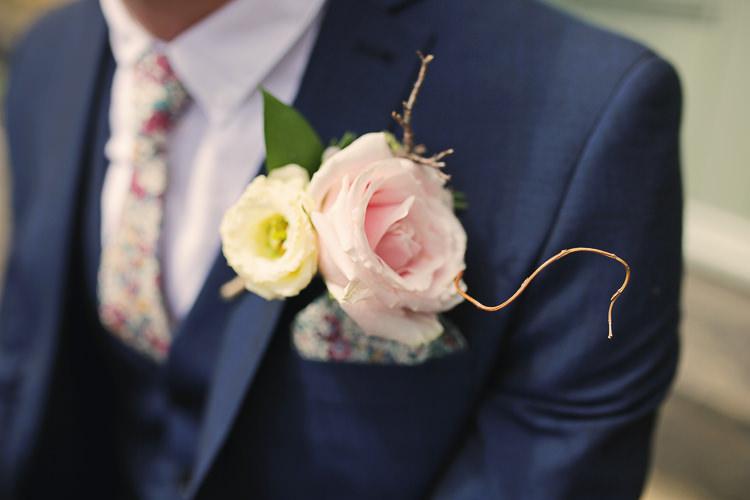 Rose Buttonhole Groom Stylish Pastel Rustic Barn Wedding http://helenrussellphotography.co.uk/