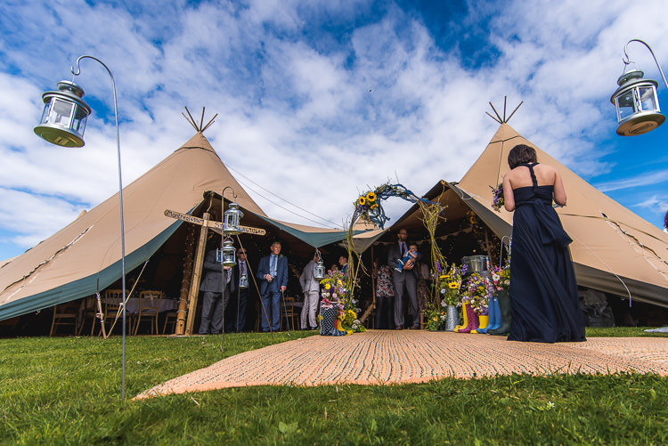 Mismatched Farm Tipi Wedding http://www.andrewkeher.co.uk/