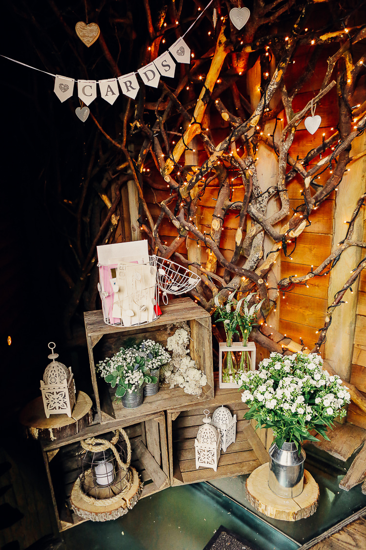 Card Basket Flowers Crates Bunting Rustic Treehouse Wedding http://helenrussellphotography.co.uk/