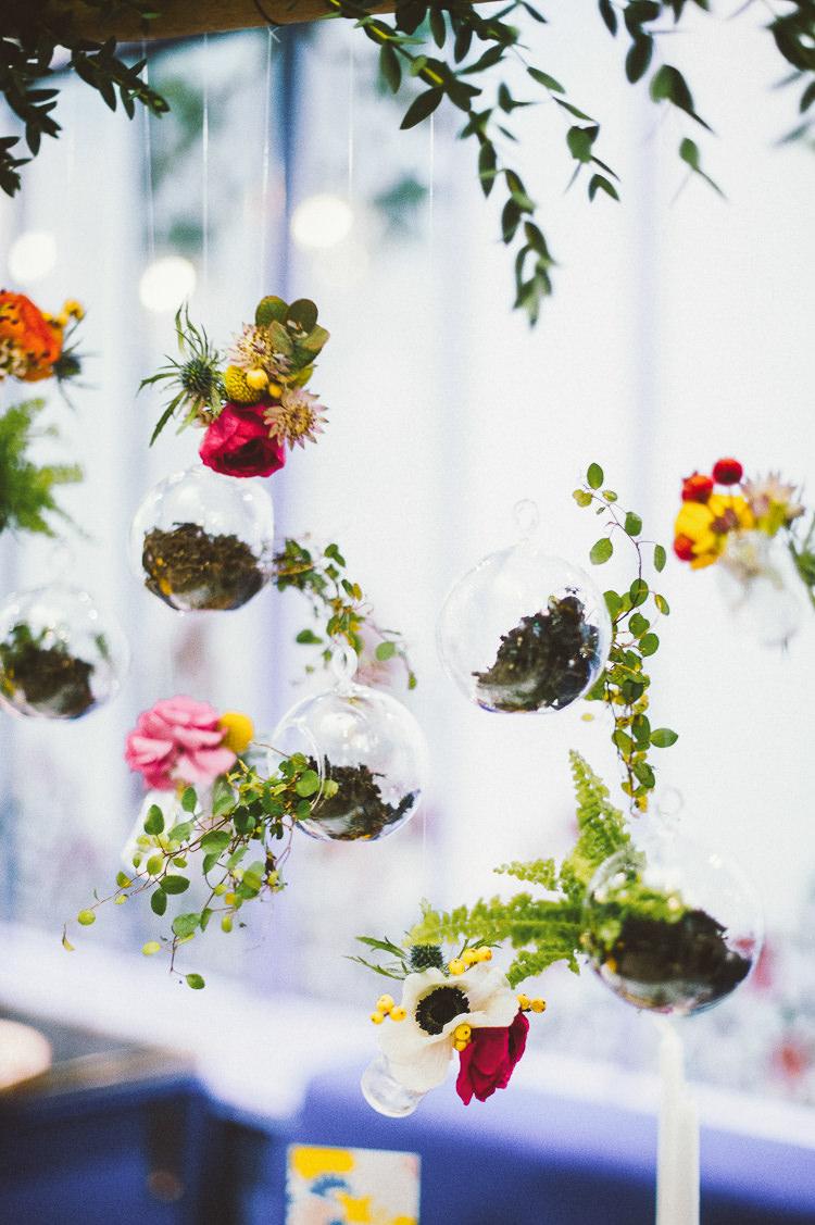 Hanging Flowers Terraniums Whimsical Vibrant Multicolour Wedding Ideas http://hecapture.fr/