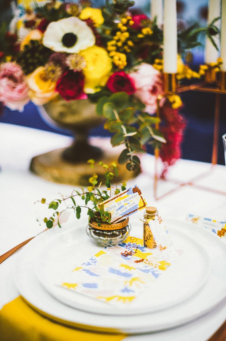 Terranium Potted Plant Places Setting Whimsical Vibrant Multicolour Wedding Ideas http://hecapture.fr/