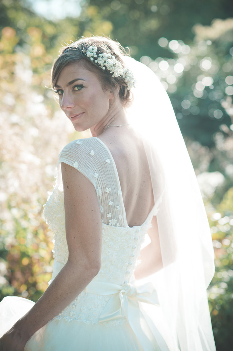 Flowers Hair Bride Bridal Veil Beautiful Summer Garden Party Wedding http://divinedayphotography.com/