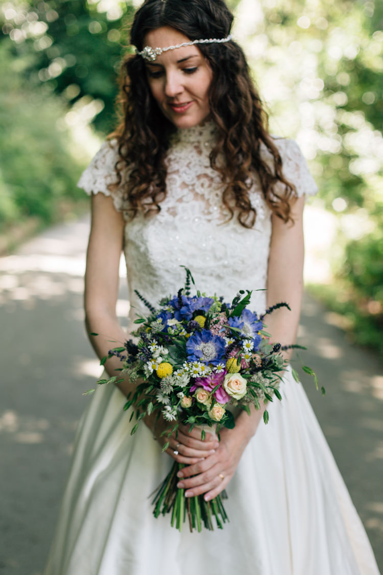 Wild Flower Bouquet Bride Bridal Daisies Roses Billy Balls Bohemian Origami Guernsey Wedding http://janiceyiphotography.ca/
